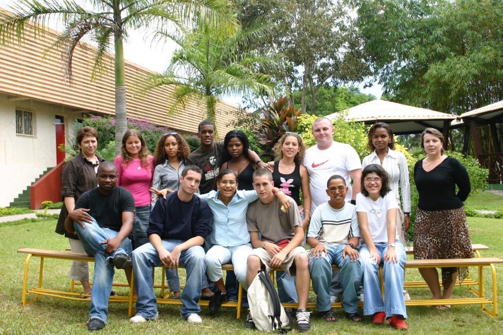 Natacha au Gabon avec sa classe BEP Comptabilité